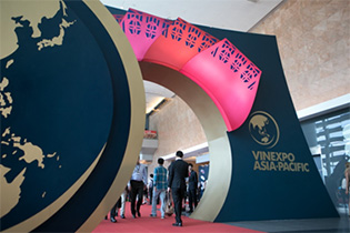 ลูคาริส ความภาคภูมิใจของเอเชียในวินเอ็กซ์โป (Vinexpo) 2557 และ 2559